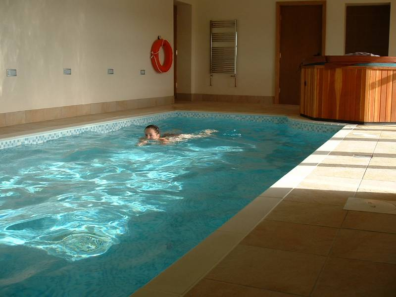 Holiday cottage 2 4 people private swimming pool hot tub sauna for Holiday cottages in wales with swimming pools